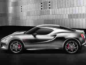 Alfa Romeo 4C вид сбоку